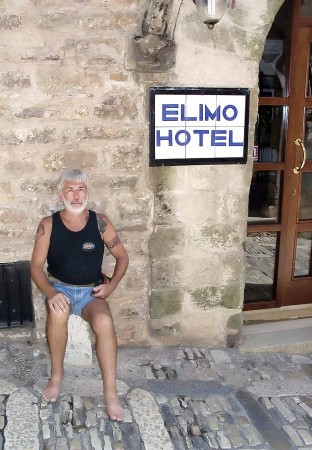 I'm sitting in front of the Elimo Hotel in Eriche, Sicily demonstrating the Rule of Thirds